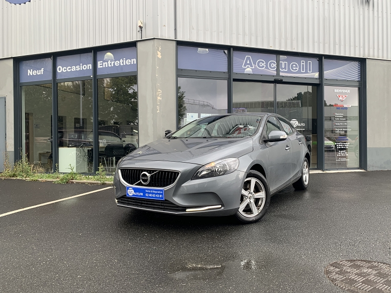 Volvo V40 T2 122CH KINETIC Essence GRIS FONCE METAL Occasion à vendre